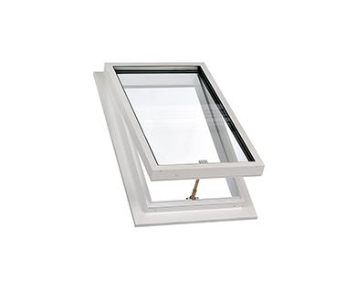 Dachfenster zwischen dachsparren